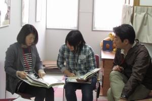 子ども会の企画をスタッフとともに考える参加者