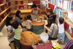 ミニジャンベ(アフリカンドラム)作り。音の出る楽しいおもちゃの完成です!