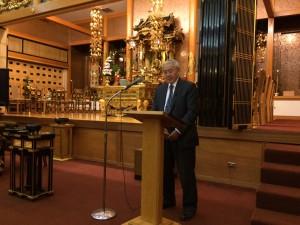 父の日礼拝 父の日礼拝では、父との思い出やその人生を家族が紹介する。 別院理事の中曽根スティーブンさんは、戦中戦後に日本人差別を受けながらも懸命に生きた亡き父の人生を涙を浮かべながら語った。