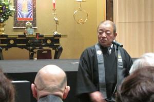 開所式の挨拶を行う里雄康意宗務総長。しんらん交流館が時代社会にはたす意味を語りました。