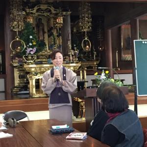 今回の法話は、臨済宗妙心寺派永福禅寺の寺庭、藤澤恭子さん。身近な生活の話から仏様の話まで、お話に引き込まれ、あっという間に時間が過ぎていました。