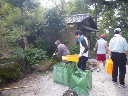 寺院とご門徒の協力によって、徐々に庭園の姿を取り戻していきました。