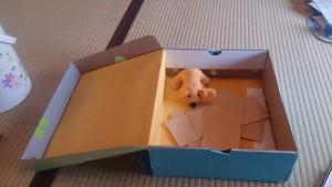 全体で大きな輪になって、「シェアリングの箱」なる手作りの箱を開きます〈オープン〉。