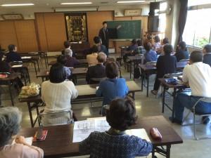 教務所で行われている定例聞法会