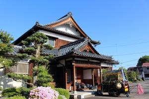 早朝の圓宮寺にて。天気は快晴。