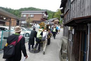 善行寺へつづく坂道をのぼる