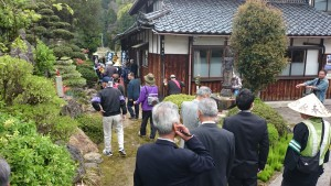 さらに歩きつづけて、もう一軒のご門徒宅(須崎さん)に立ち寄ります。
