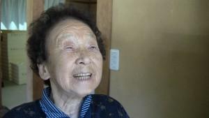 15年ほど前から路原公民館での休憩のときに、特別丁寧につくった揚げかき餅をさしいれてくれています。「公民館の前にやってたおばあちゃんが亡くなって、私がするようになったの」と明るくお話されてました。