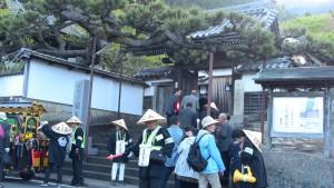 本日最初の会所、願慶寺さんに午前8時ごろに到着。