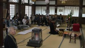 願慶寺さんで、御影像を荘厳して勤行。