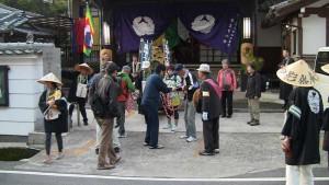 朝6時、宿泊会所の等正寺を出発。