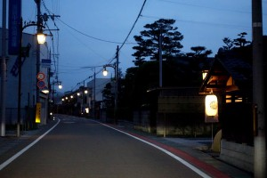 宇曽川を越えてから寶満寺まで中山道沿いを提灯で御迎え