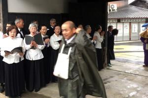 讃仰歌に出会えた喜びを伝える責任を感じられ坊守さん中心に活動されています。
