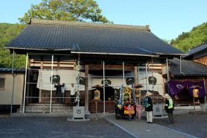 早朝浄念寺にて。昨日に引続き天気は快晴です。