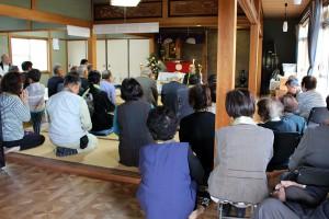 草の根会館では二十二日講によりたくさんの方が参拝にいらっしゃいました。