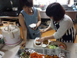 夏野菜カレー盛り付け中