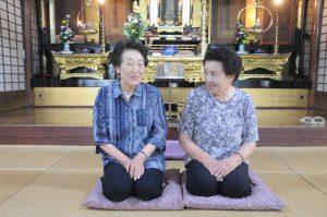 新井千代子さん(左)、末永喜美代さん