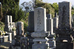 国府の墓地