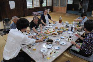 自家製、手作りの品々が並んだ食卓
