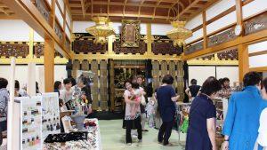 ご門徒だけでなく多くの方が寺まるしぇに訪れました
