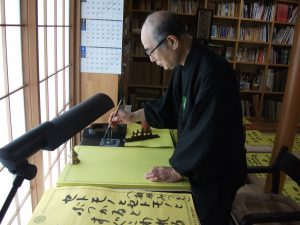 毎日15枚以上を書き、門徒宅の掲示板に届ける