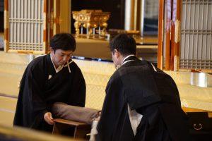 真宗本廟阿弥陀堂で御腰延ばしの儀