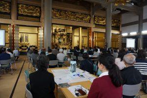 福井教区同朋大会・広い堂内にスタッフ含め200人程が集まる