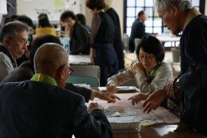 福井教区同朋大会・ふせんを貼る場所に意見が飛び交う