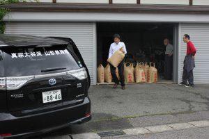 お米を300kgほど提供していただきました