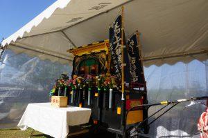 蓮如上人の御影を納める御輿を乗せたリヤカーは、御忌の間はテントで待機。