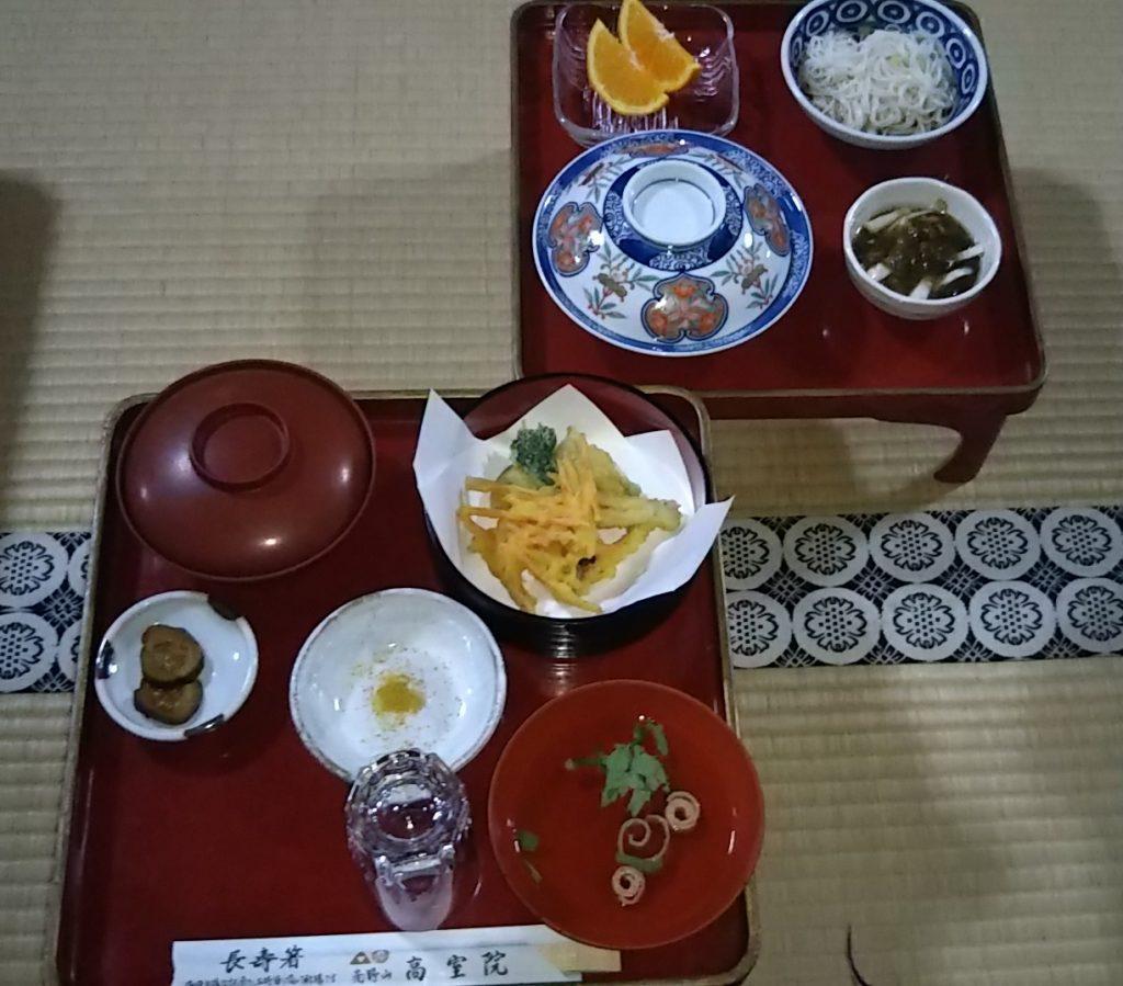 高野山宿坊の夕食です。